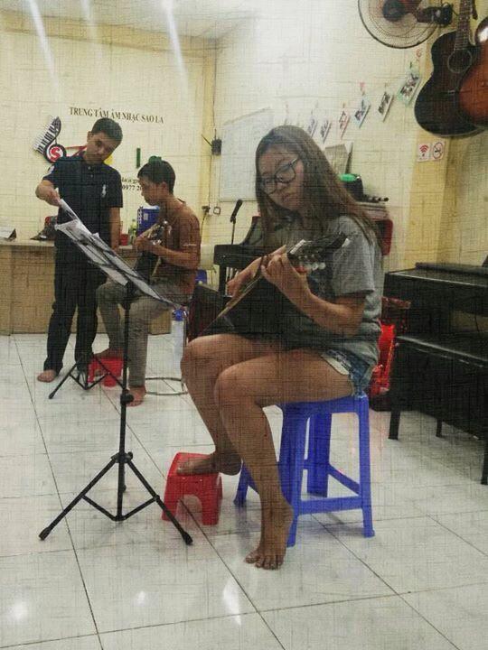 Học viên lớp Guitar cơ bản